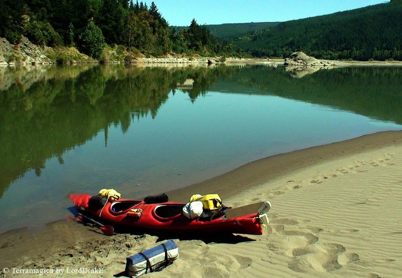 Descenso en Kayak del Rio Maule sector piedra del lobo