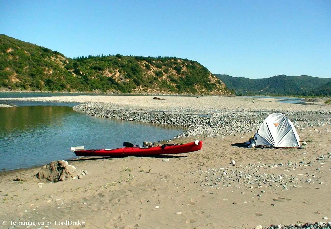 Descenso en Kayak del Rio Maule Playa er Campamento