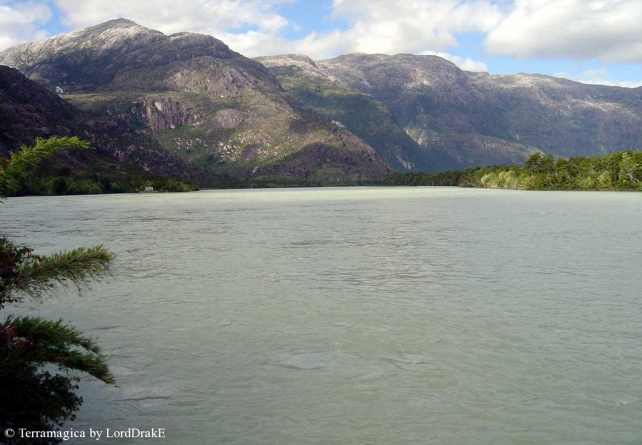 Expedicion en Kayak al Glaciar Steffen rio Baker