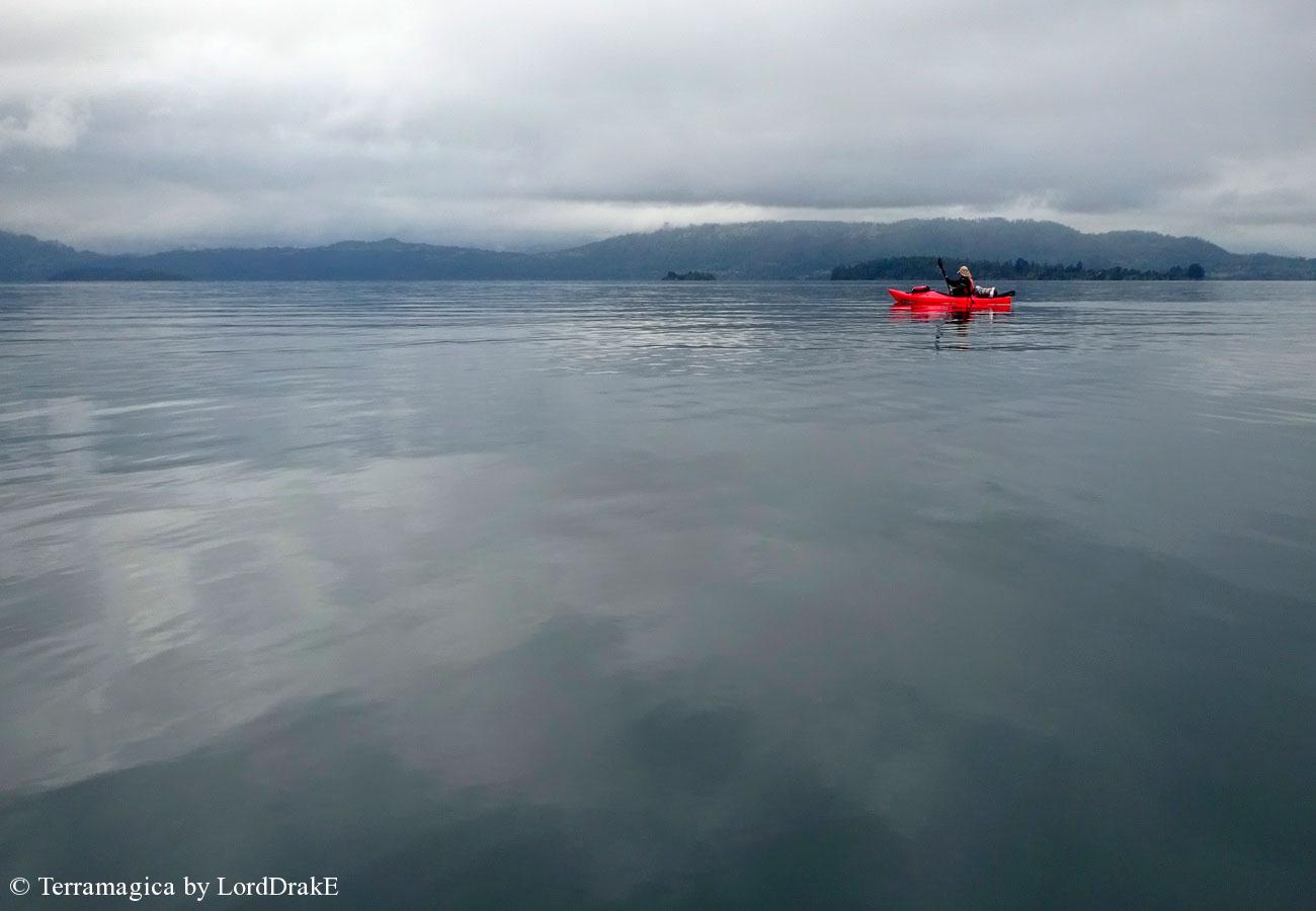 Circunnavegación en Kayak al Lago Calafquén dia gris