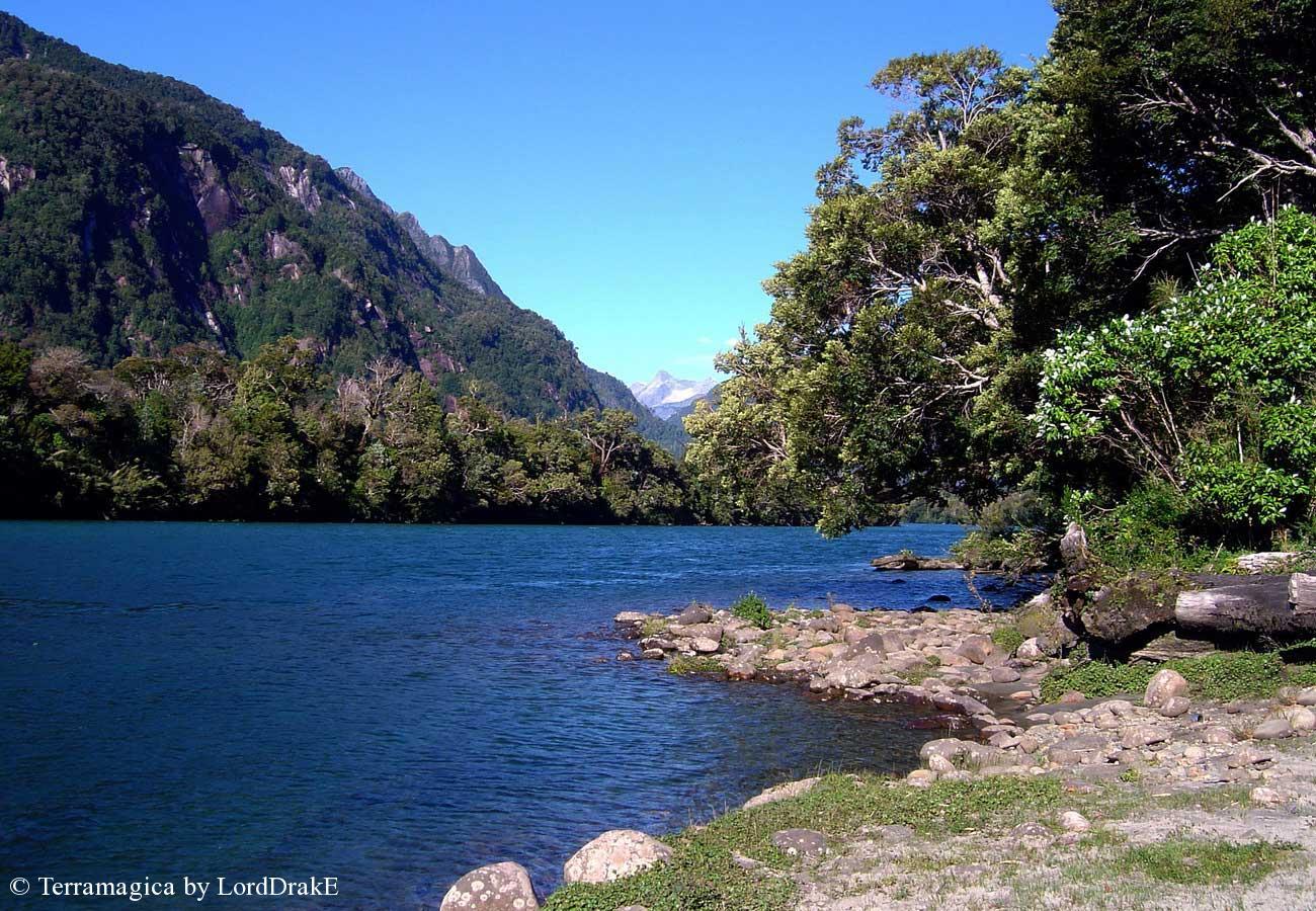 Expedicion en Kayak a los Fiordos Rio Vududahue