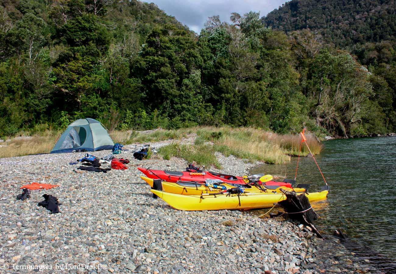 Expedicion en Kayak a la Isla Magdalena acampando en el seno Soto