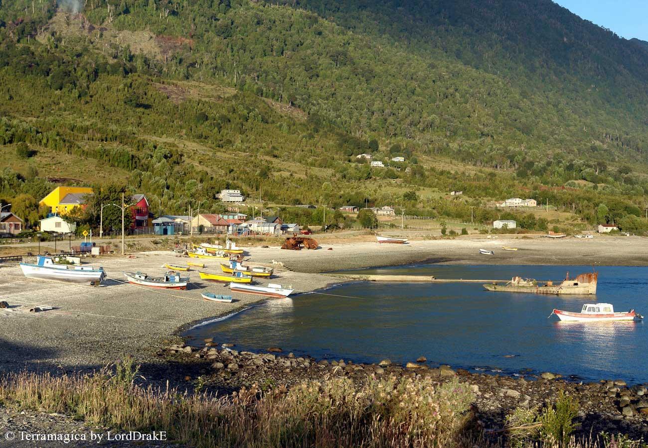 Expedicion en Kayak a los Fiordos Caleta de Buill