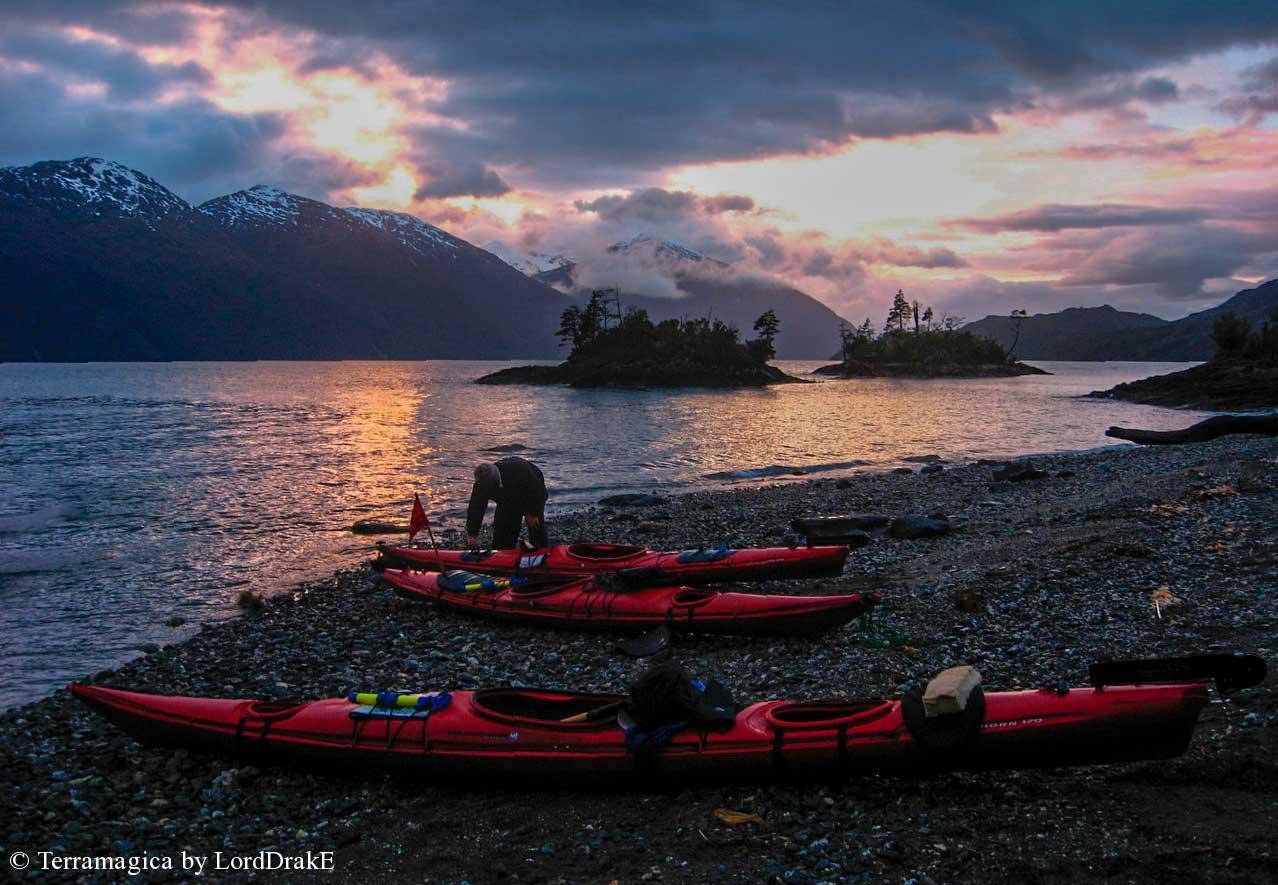 Expedicion en Kayak al Glaciar Jorge Montt campamento dos islas