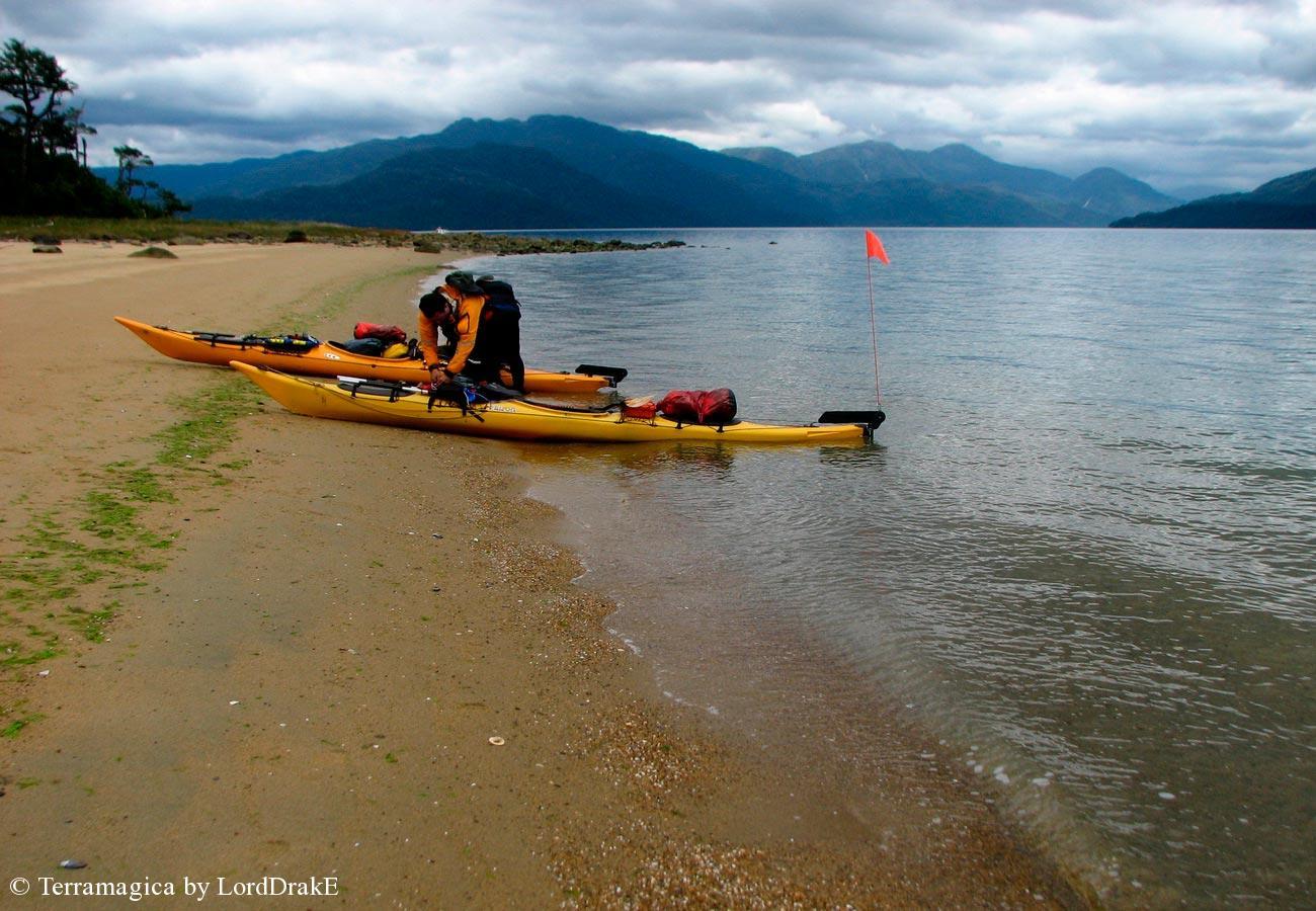 Expedicion en Kayak a la Isla Magdalena playas canal Puyuhuapi