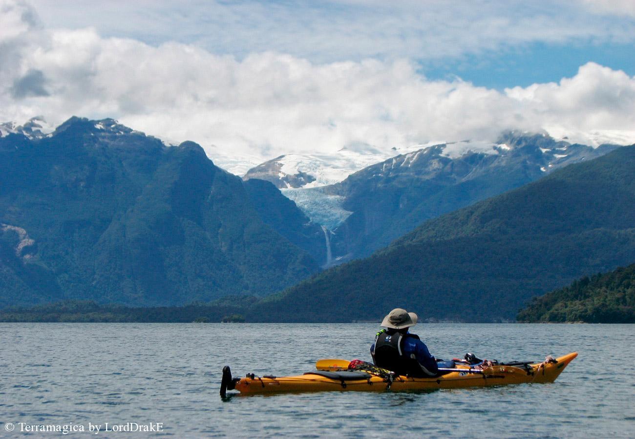 Expedicion en Kayak a la Isla Magdalena cruzano el canal Puyuhuapi