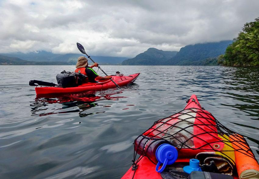 Circunnavegacion en Kayak al Lago Neltume dia gris