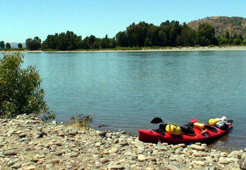 Descenso en Kayak del Rio Maule zona del morro del Rio Maule