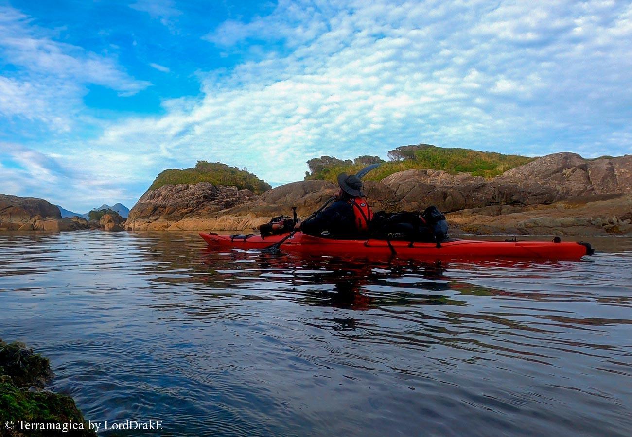 Circunnavegacion en Kayak a la Isla Magdalena roquerios