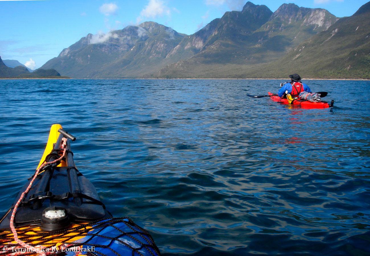 Expedicion en Kayak a la Isla Magdalena entrando al canal refugio