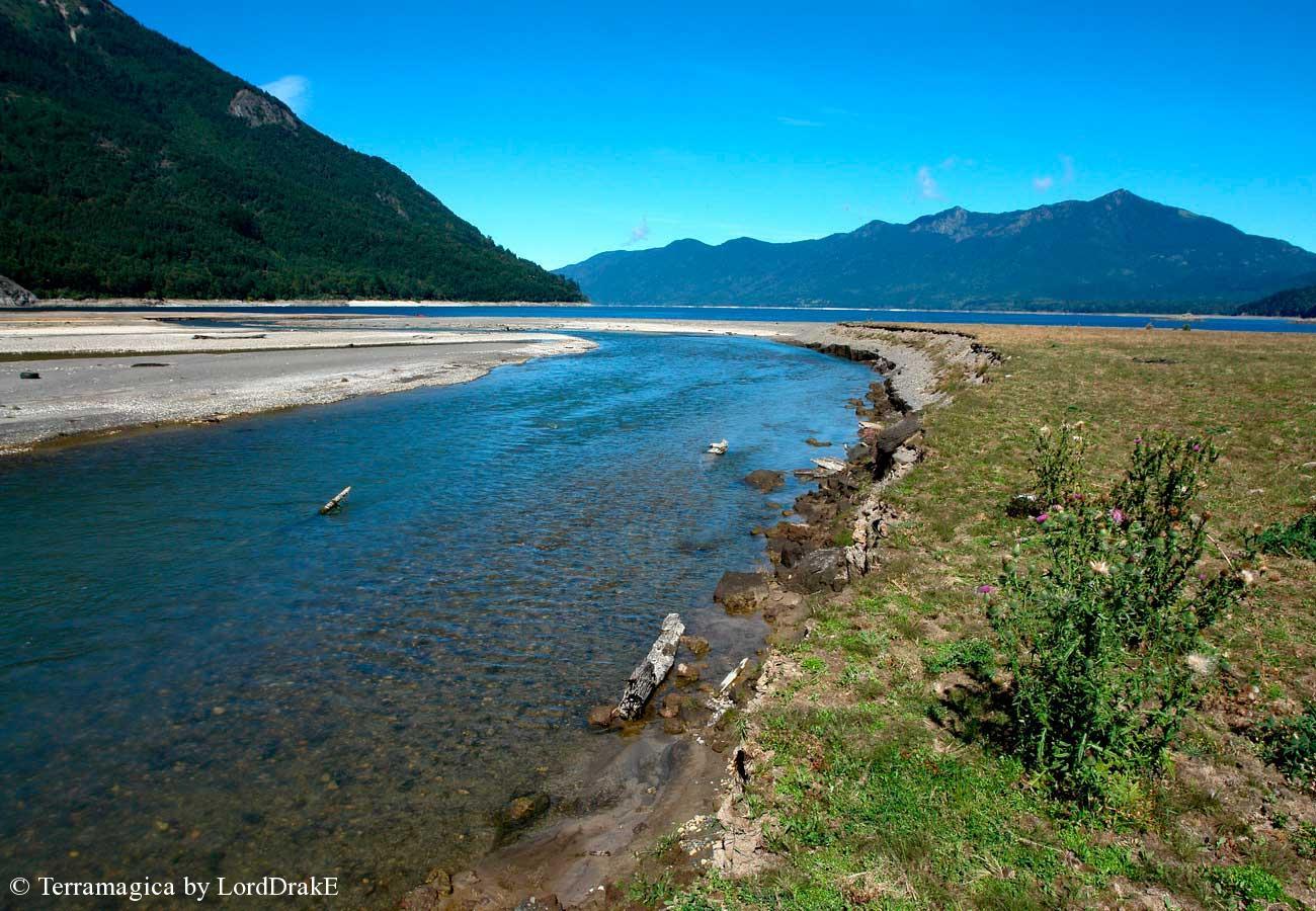 Circunnavegación en Kayak al Lago Caburgua desague rio blanco