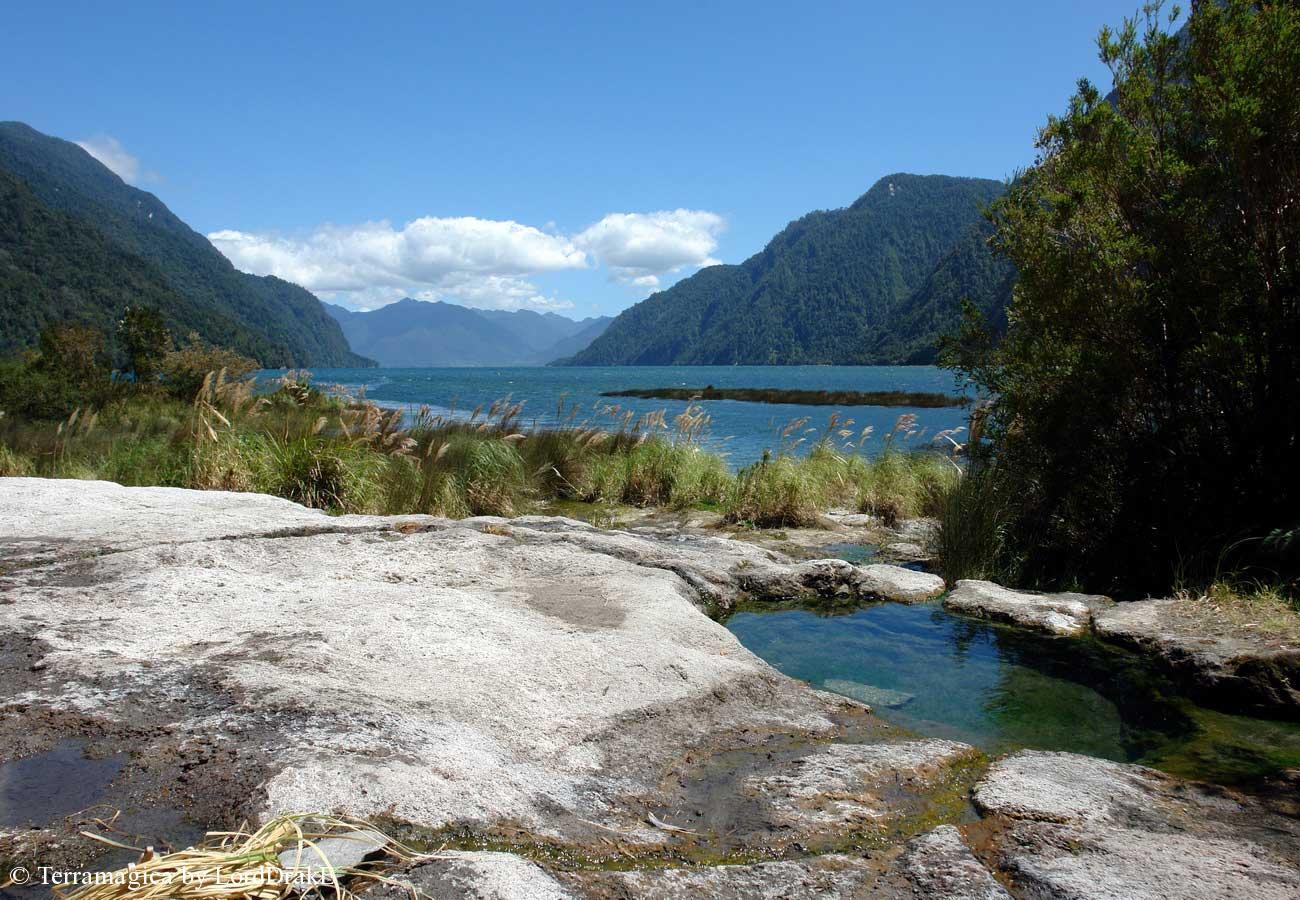 Expedicion en Kayak a los Fiordos Termas de Cahuelmo