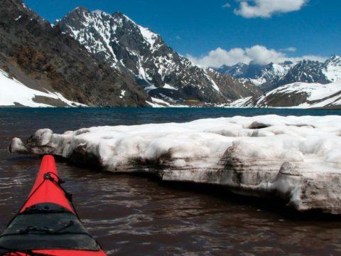 Travesia en Kayak a la Laguna del Inca vistas desde el fondo