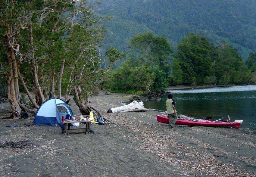 Travesia en Kayak al Lago Todos los Santos campamento en Cayutue