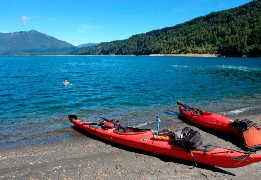 Circunnavegación en Kayak al Lago Caburgua un baño