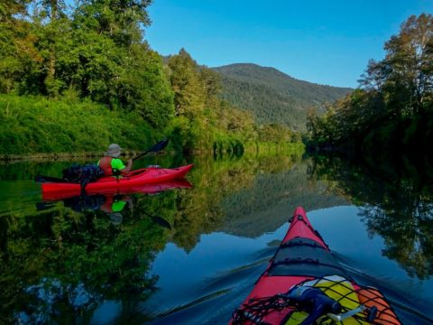 Descenso en kayak al Rio Cua Cua aguas planchadas