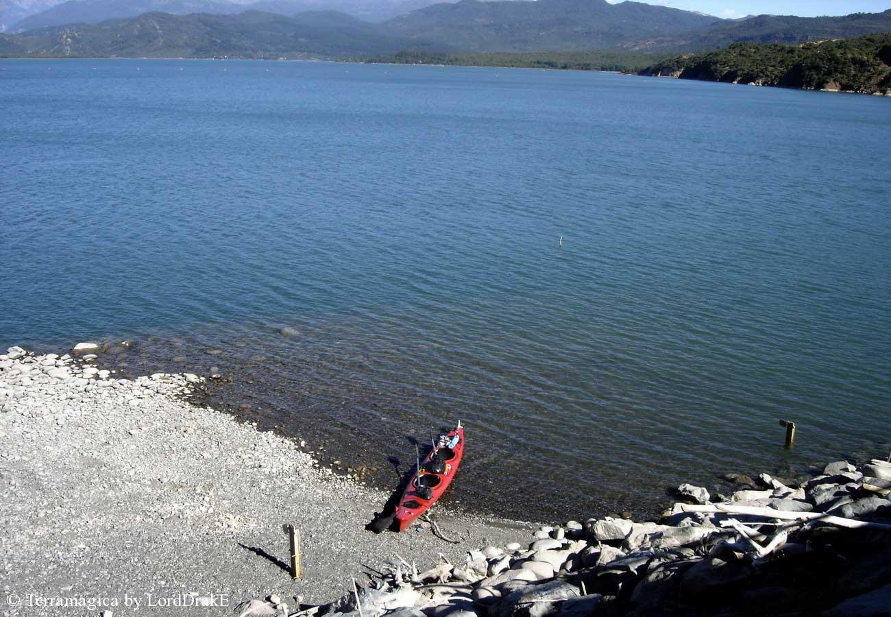 Travesia en Kayak al Lago Colbun desembarco cerca de la represa