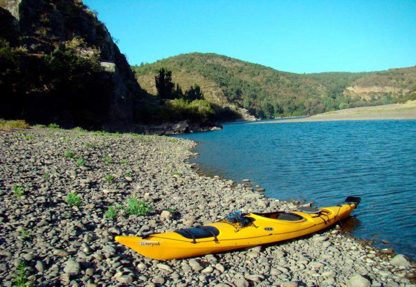 Descenso en Kayak del Rio Rapel estacionado