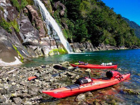 Expedicion en Kayak a los Fiordos Cascada Quintupeu