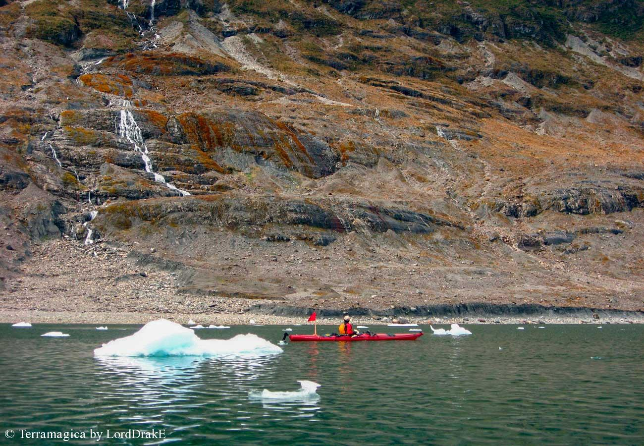 Expedicion en Kayak al Glaciar Jorge Montt chorrillos