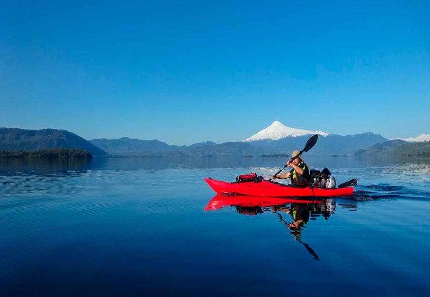 Circunnavegación en Kayak al Lago Calafquén volcan villarrica