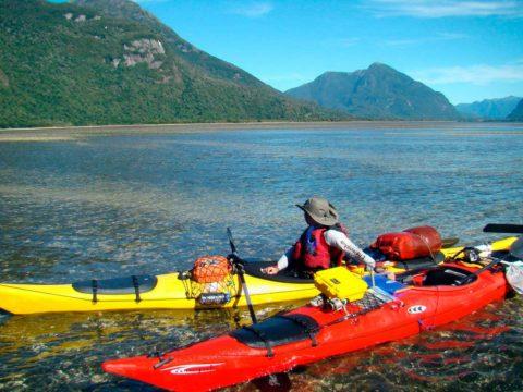 Descenso en Kayak del Rio Palena fiordo pitipalena
